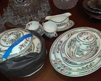 Indian Tree dinnerware, serving pieces plus dinner plates