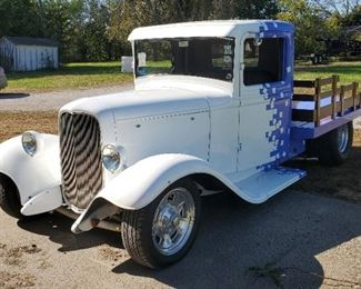 1934 Ford Flatbed Truck, 383 Chevy Engine 700 R4 Transmission,32 Ford Grill Shell, Built By Eric Peratt Of Pinkie Rod Shop, Mileage Showing 29,497