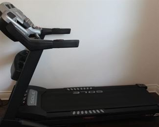 Sole F63 Treadmill with incline