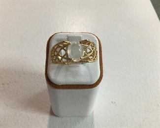 Yellow gold moonstone ring