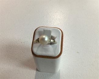 Yellow gold pearl and diamond ring