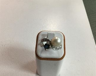 White gold, sapphire, pearl and diamond ring