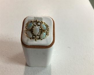 Yellow gold and opal ring