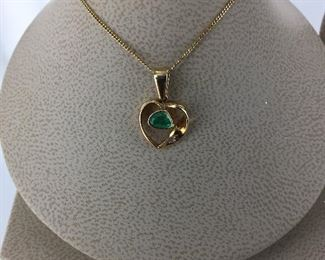 Yellow gold and emerald necklace