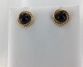 Yellow gold and onyx earrings