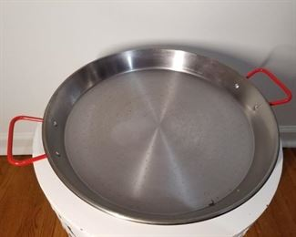 2' wide cooking vessel
