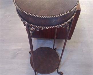 Metal deco table
