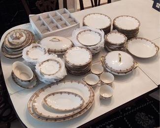 Limoges Dinnerware Set Lot #: 36