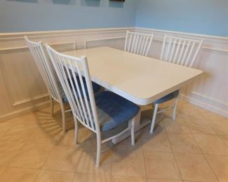 Kitchen Table With 4 Chairs Lot #: 46