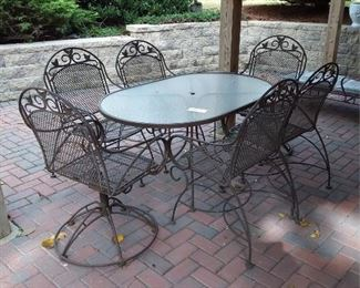 Patio Table And Chairs Set Lot #: 72