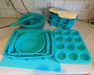 11 Pieces Of Silicone Bake Ware Lot #: 99