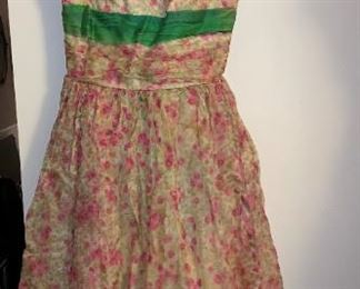 Gorgeous Vintage Dresses!!