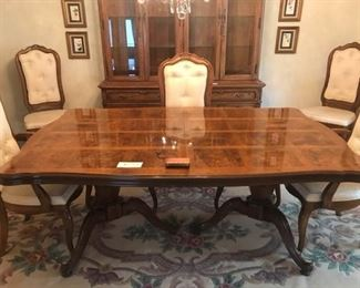 006 Thomasville Dining Table and Chairs