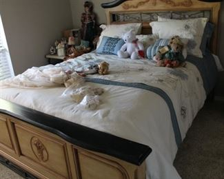 Lot's of dolls, stuffed animals.