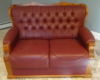 2 Seater sofa, hardly used and looks like new. This is the 2nd of 2 listed.