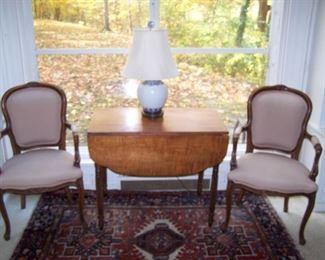 TIGER MAPLE PEMBROKE, PAIR OF LOUIS-XVI-STYLE ARMCHAIRS, ORIENTAL RUG, POTTERY LAMP