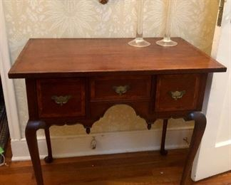 Darling Queen Anne Mahogany Writing Desk, perfect for any foyer and in excellent condition!