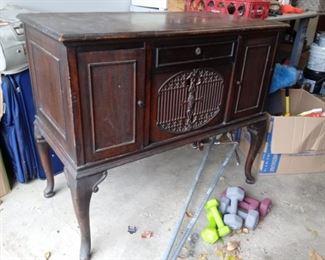Vintage Brunswick Wind Up Phonograph-Works!