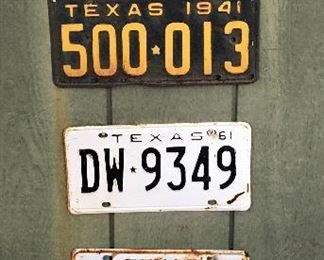 VINTAGE AND ANTIQUE LICENSE PLATES