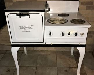AMAZING ANTIQUE HOTPOINT PORCELAIN ELECTRIC STOVE OVEN.