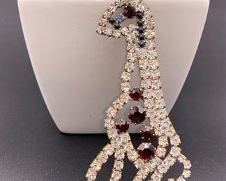 Czech rhinestone giraffe pin