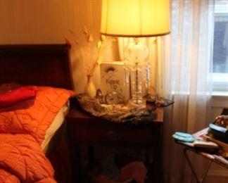 Vintage Hendredon mahogany nightstand