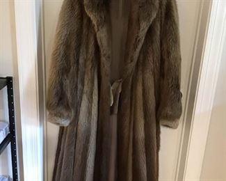 Beautiful Fur Coat https://ctbids.com/#!/description/share/269132