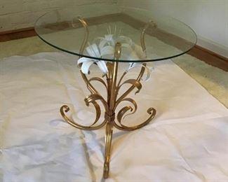 Unique Side Table https://ctbids.com/#!/description/share/269133