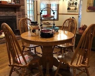 Oak Dining table with 4 chairs-1 additional leaf