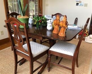 Duncan Phyfe drop leaf table with 4 chairs