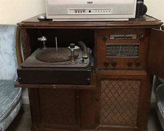RCA Victrola, bulbs, additional 33 player, works.