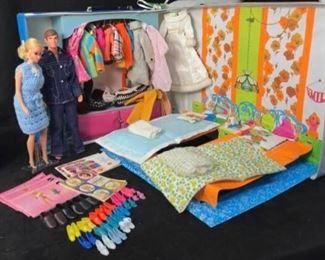384cPJ Barbie, Ken, Case  Clothes