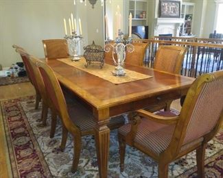 Ehtan Allen Dining table & 8 chairs