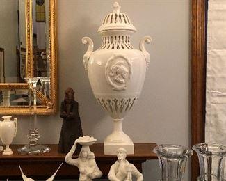 Porcelain Covered Urns, Par