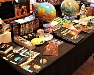 Alien Collectible and Mars and Venus Globes