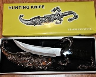 Lots of collectible Hunting Knifes