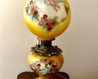 Gorgeous gone with the wind lamp all original shade and base