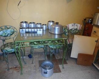 Vintage Green Wrought Iron Table with 4 Side Chairs. Top of Glass corner..need new glass