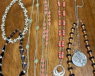 Another Mix of Costume Jewelry https://ctbids.com/#!/description/share/271290