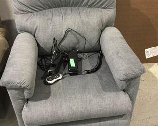 Lazyboy Lift Chair https://ctbids.com/#!/description/share/271370