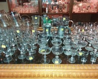 HUNDREDS OF BARWARE GLASSES IN EVERY STYLE !
