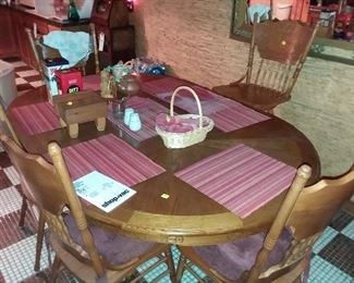 DINING TABLE WITH PRESSED BACK CHAIRS