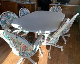 Kitchen table/one leaf/6 chairs on wheels