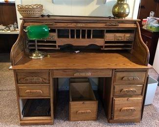Oak roll top office desk, small brass desk lamp, 2 baskets, 2 curtain rods & a brass spittoon