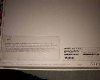 iPad 2 w/ 16 GB Black