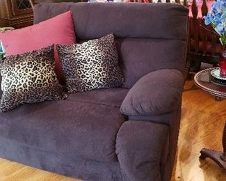 Double Wide Recliner Great Condtion