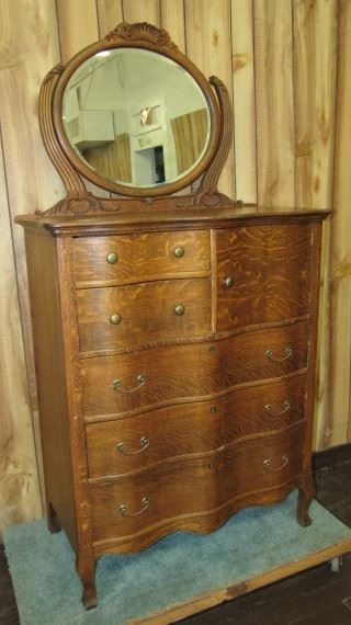 Oak Chest w/Mirror