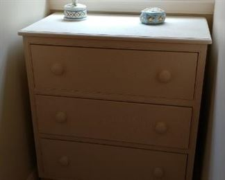 White chest of drawers (2)