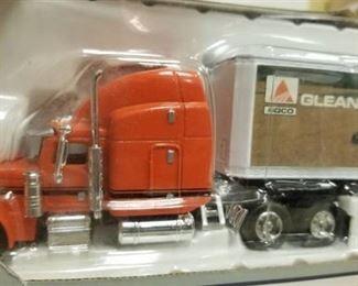 1:64 Scale Peterbilt 379 Agco Gleaner Semi Truck & Trailer By Liberty Classics