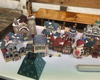 COLLECTIBLE LIGHTED BUILDINGS FOR CHRISTMAS DICKENS ETC